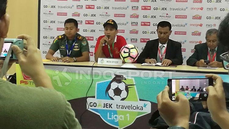 Jumpa Pers jelang laga PS TNI vs Persib Bandung. Copyright: © Zainal Hasan/Indosport