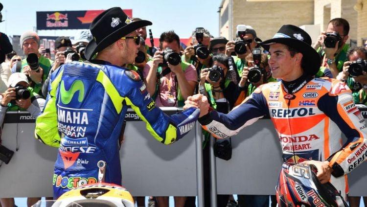 Valentino Rossi dan Marc Marquez. Copyright: © twitter@MotoGP