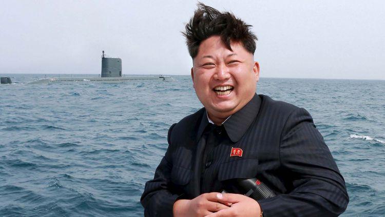 Meski disibukkan dengan agenda politik, namun Kim Jong-un diketahui punya kegemaran pada olahraga sepak bola. Copyright: © The Independent