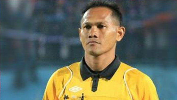 Salah satu wasit di kompetisi Liga 1 2017, Iwan Sukoco. Copyright: © Tribunnews.com
