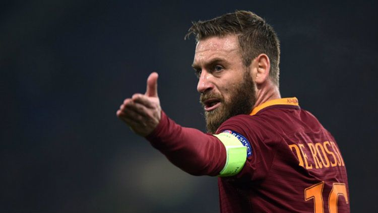 Gelandang bertahan sekaligus kapten AS Roma, Daniele De Rossi. Copyright: © FILIPPO MONTEFORTE/AFP/Getty Images