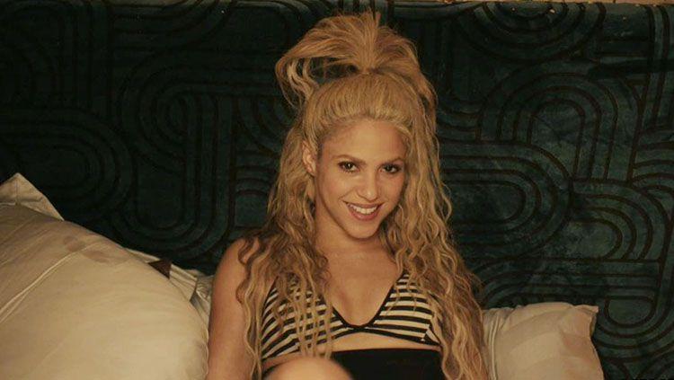 Indosport - Shakira, salah satu penyanyi yang pernah menyanyikan lagu tema Piala Dunia.