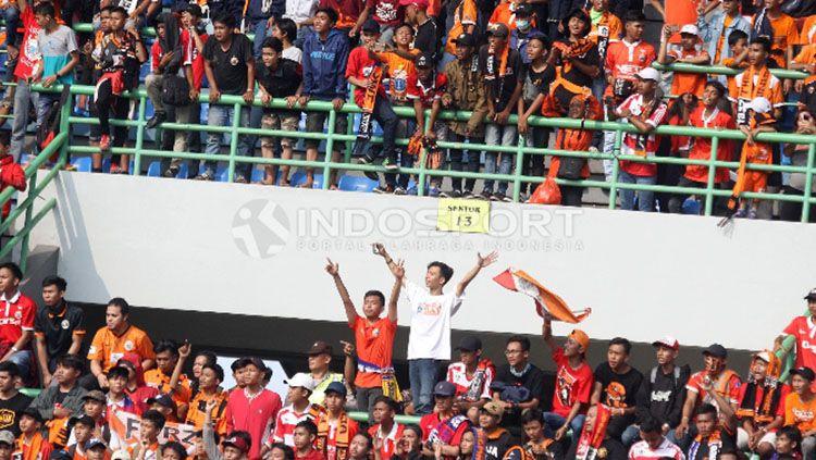 The Jakmania tetap setia mendukung Persija Jakarta. Copyright: © Herry Ibrahim/Indosport