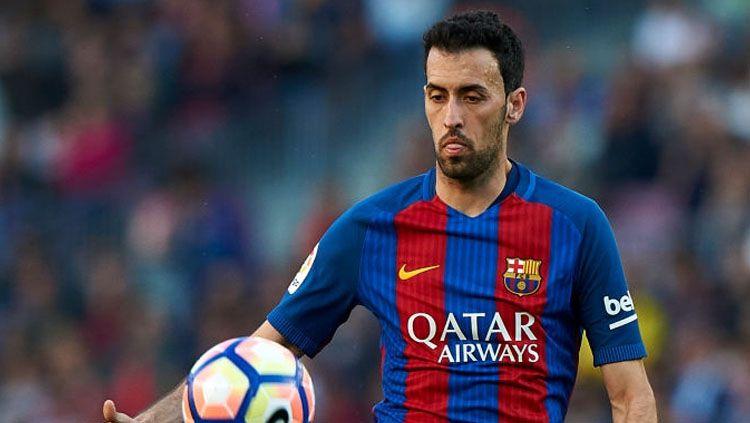 Sergio Busquets mengaku posisinya bakal terancam dengan kedatangan Frenkie De Jong ke Barcelona. Copyright: © fotopress/Getty Images