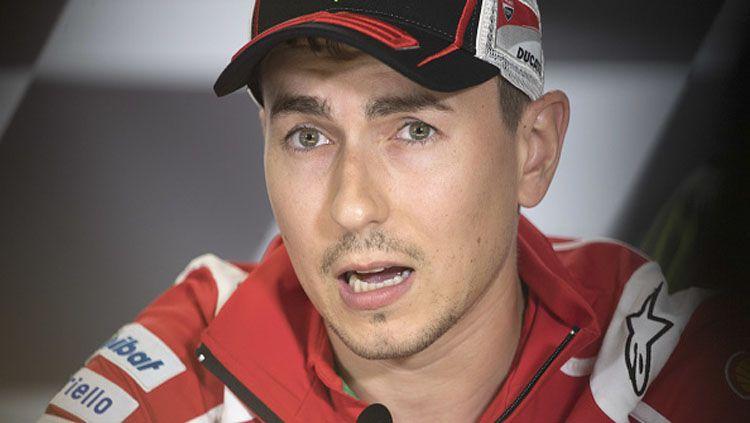 Pembalap Ducati, Jorge Lorenzo dalam konferensi pers. Copyright: © Mirco Lazzari gp/Getty Images
