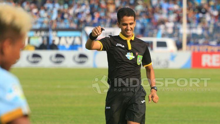 Wasit asal Indonesia, Thoriq Alkatiri mempin laga internasional Copyright: © Ian Setiawan/Indosport
