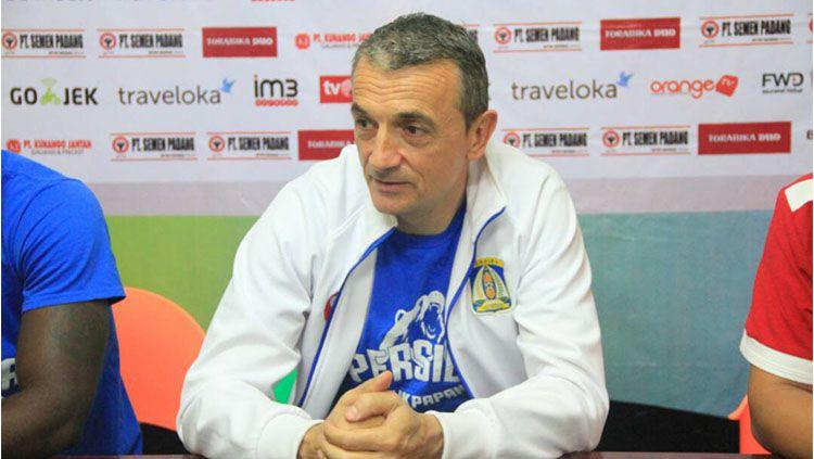 Milomir Seslija mengakui bahwa Semen Padang tak semestinya berada di papan bawah klasemen Liga 1. Copyright: © Media Officer Persiba Balikpapan