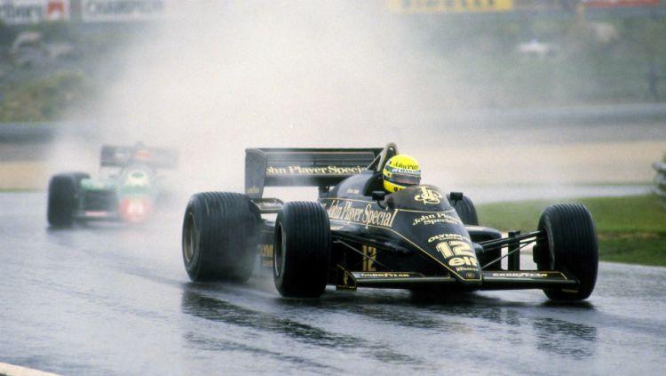 Ayrton Senna dalam balapan GP Portugal. Copyright: © Youtube/Formula 1