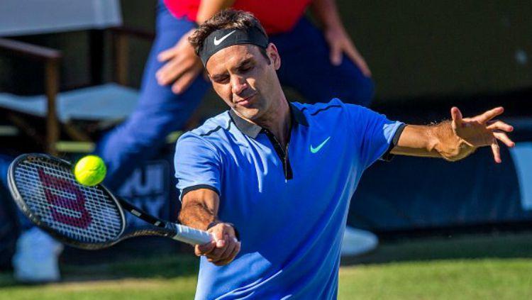 Roger Federer saat berlaga di Stuttgart Terbuka 2017. Copyright: © Twitter/BBC Sport