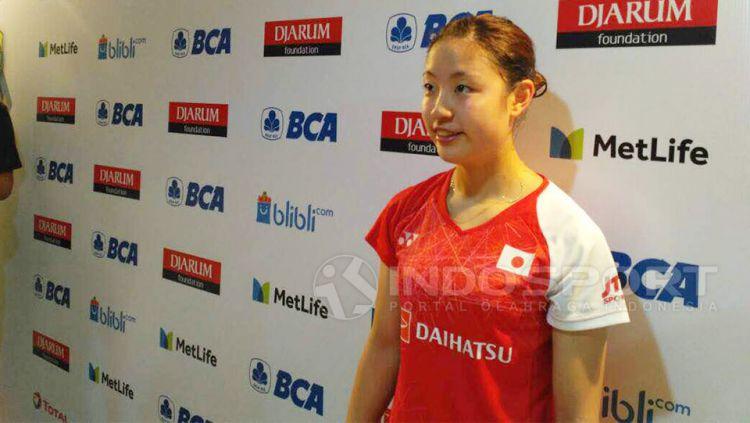 Media China 'khawatir' pebulutangkis tunggal putri Jepang Nozomi Okuhara diprediksi bakal raih medali emas usai juara di Denmark Open 2020. Copyright: © Lanjar Wiratri/Indosport.com