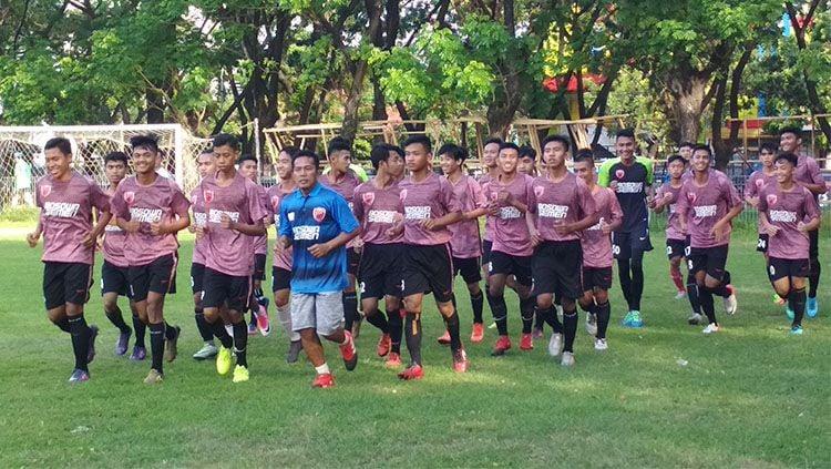 Latihan perdana para pemain PSM Makassar U-19. Copyright: © Muhammad Nur/INDOSPORT.