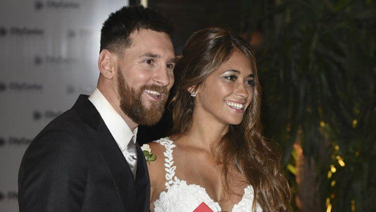Lionel Messi dan Antonella Roccuzzo merupakan salah satu pasangan kelas atas di dunia sepak bola internasional. Copyright: © Fotonoticias MDB/WireImage