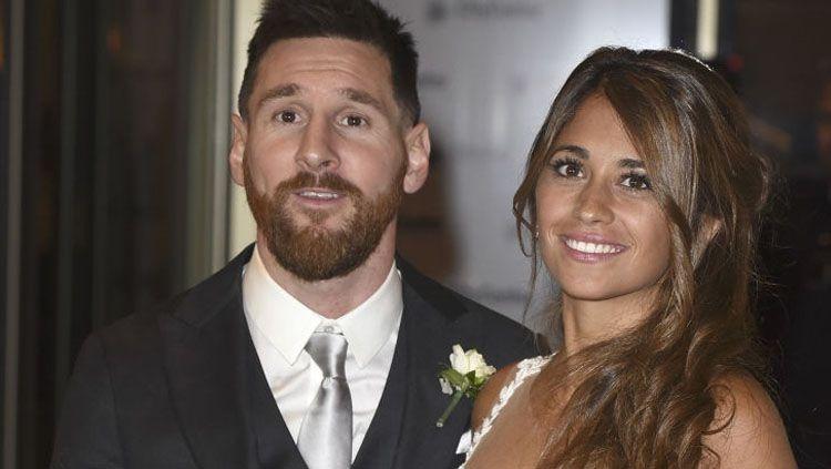 Megabintang Barcelona, Lionel Messi bersama Antonella Roccuzzo. Copyright: © INDOSPORT
