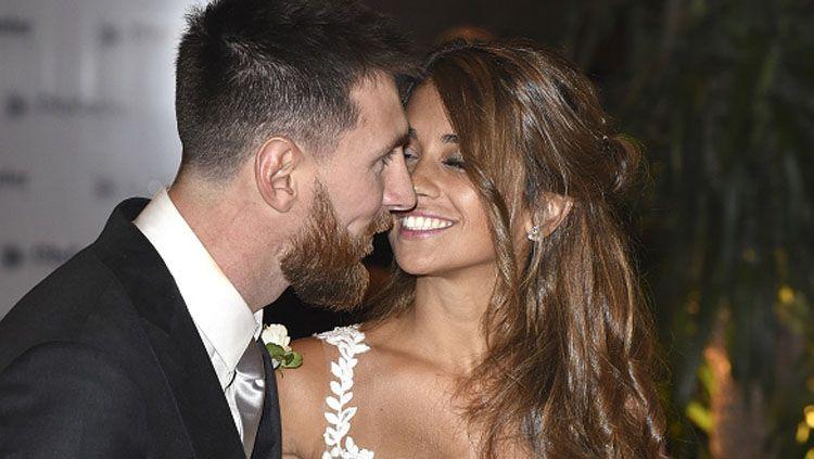 Lionel Messi dan Antonella Roccuzzo. Copyright: © INDOSPORT