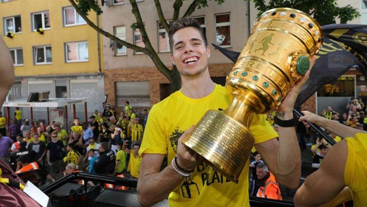 Bintang Borussia Dortmund, Julian Weigl. Copyright: © Pool - Getty Images