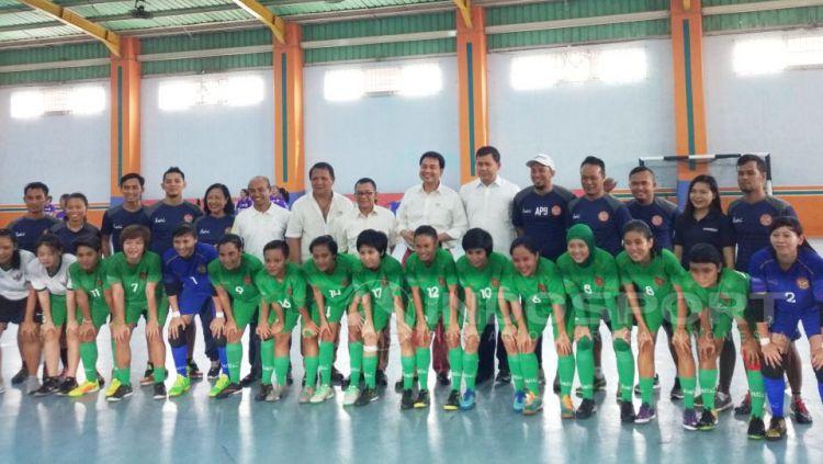 CDM Sea Games, Aziz Syamsuddin mengunjungi pelatnas Timnas Futsal Putri di Lapangan My Futsal. Copyright: © Muhammad Adi Yaksa/Indosport.com