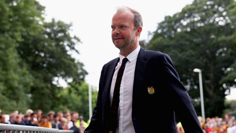 Ed Woodward buka suara terkait keputusan klub Liga Inggris, Manchester United, memperpanjang kontrak Phil Jones dan Chris Smalling. Copyright: © Matthew Lewis/Getty Images