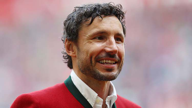 Legenda Bayern Munchen, Mark van Bommel yang saat ini melanjutkan kariernya sebagai pelatih. Copyright: © INDOSPORT