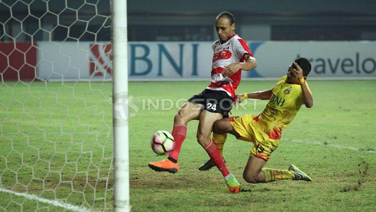 Michael Essien saat diperkenalkan Persib Bandung. Copyright: © Persib Bandung
