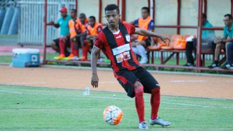 Frisca Womsiwor saat masih bermain di Persipura Jayapura. Copyright: © Twitter@Indostransfer