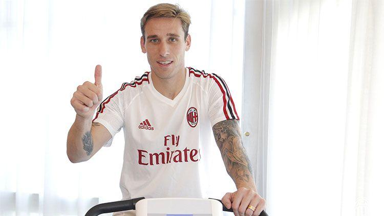 Klub Serie A, AC Milan, dikabarkan siap mendepak dua pemainnya, yaitu Lucas Biglia dan Giancomo Bonaventura, yang mulai menua dan jarang dimainkan. Copyright: © acmilan.com
