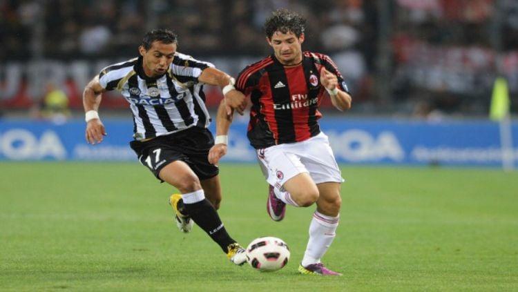 Alexandre Pato saat membela AC Milan. Copyright: © Indosport
