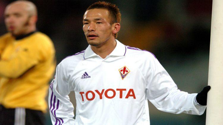 Hidetoshi Nakata saat berseragam Fiorentina. Copyright: © Indosport