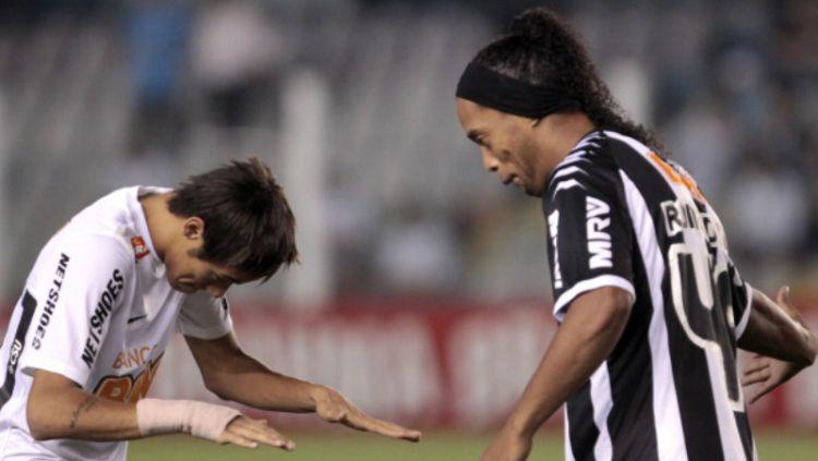 Neymar dan Ronaldinho saat masih bermain di Liga Brasil. Copyright: © INDOSPORT