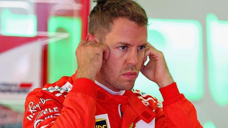 Sebastian Vettel, pembalap Ferrari, tak terima dirinya mendapat penalty dari Stewards dalam balapan Formula 1 di GP Kanada 2019. Copyright: © INDOSPORT
