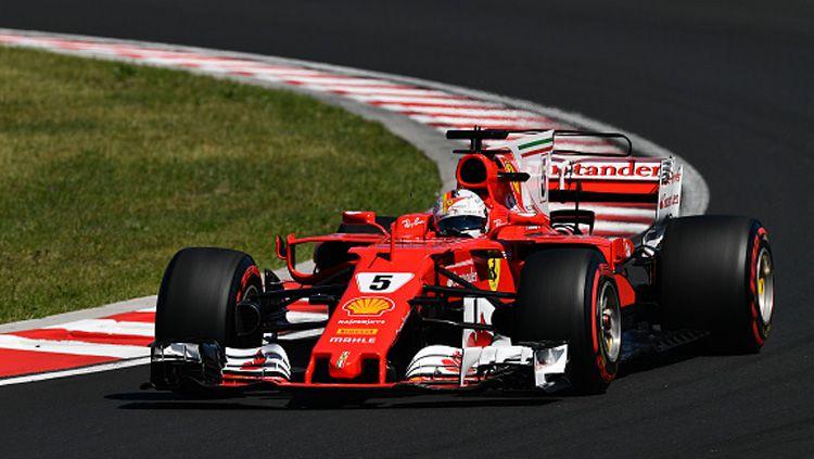 Sebastian Vettel saat berada di lintasan balap. Copyright: © INDOSPORT