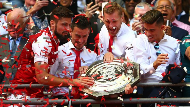Skuat Arsenal menjuarai Community Shield 2017. Copyright: © Twitter/@SquawkaNews