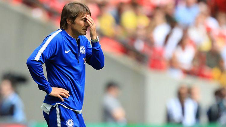 Antonio Conte diambang pemecatan dari kursi pelatih Chelsea. Copyright: © INDOSPORT