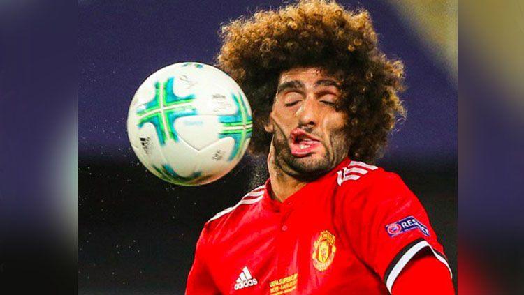 Wajah Fellaini Saat Terkena Bola Indosport