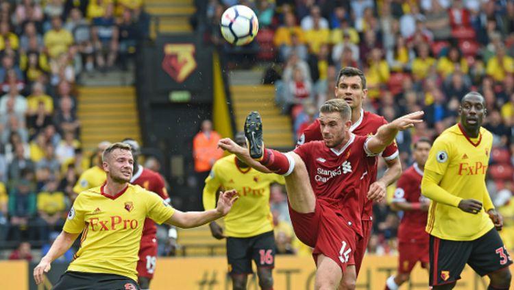 Aksi Jordan Henderson saat melawan Watford. Copyright: © INDOSPORT