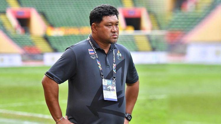 Tergabung ke dalam grup neraka, pelatih Thailand, Worrawoot Srimaka, memprediksi jika timnas Indonesia tak bakal lolos ke semi final Piala AFF 2020. Copyright: © Thailand FA