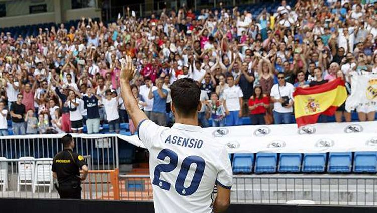 Marco Asensio saat diperkenalkan Real Madrid. Copyright: © Istimewa