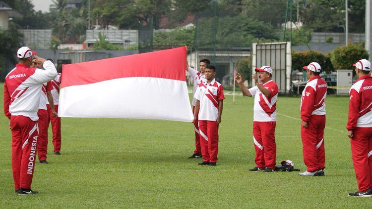 Timnas Indonesia U-22 saat melakukan upacara kemerdekaan Indonesia di Kuala Lumpur, Malaysia. Copyright: © Twitter@pssi__fai