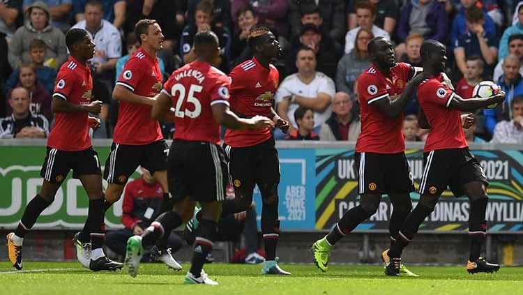 Selebrasi Eric Bailly dan para pemain Manchester United. Copyright: © Twitter @Man_Utd