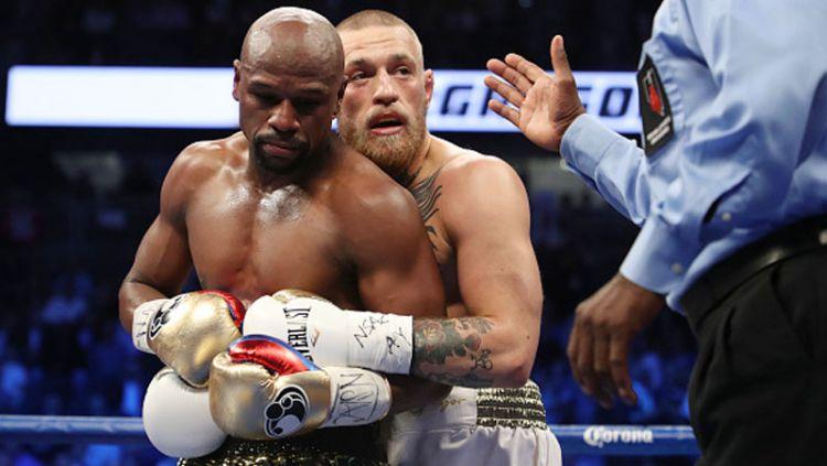 Petinju tak terkalahkan, Floyd Mayweather Jr dikabarkan bakal segera rematch melawan Conor McGregor setelah memamerkan badan kekar nan prima. Copyright: © Getty Images