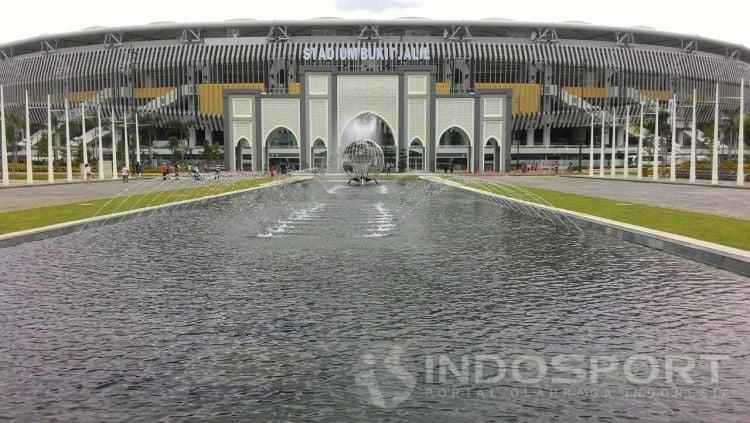 Halaman depan Stadion Bukit Jalil, Malaysia. Copyright: © Arum Kusuma Dewi/INDOSPORT