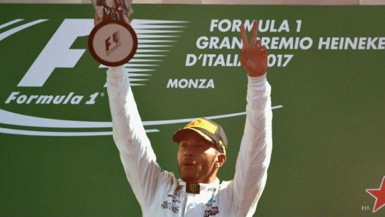 Lewis Hamilton berhasil menjuarai GP Italia. Copyright: © getty images