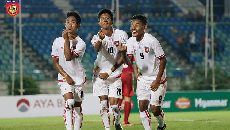 Selebrasi pemain Myanmar usai membobol gawang Indonesia. Copyright: © Facebook Myanmar Football Federation