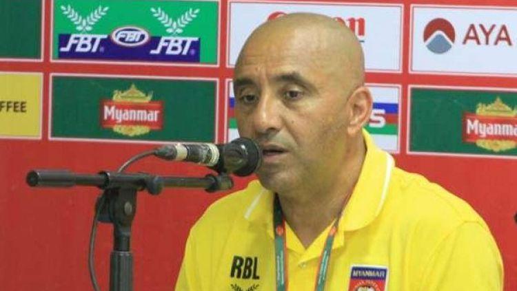 Pelatih Timnas Myanmar U-19, Rabah Benlarbi resmi dipecat. Copyright: © goal