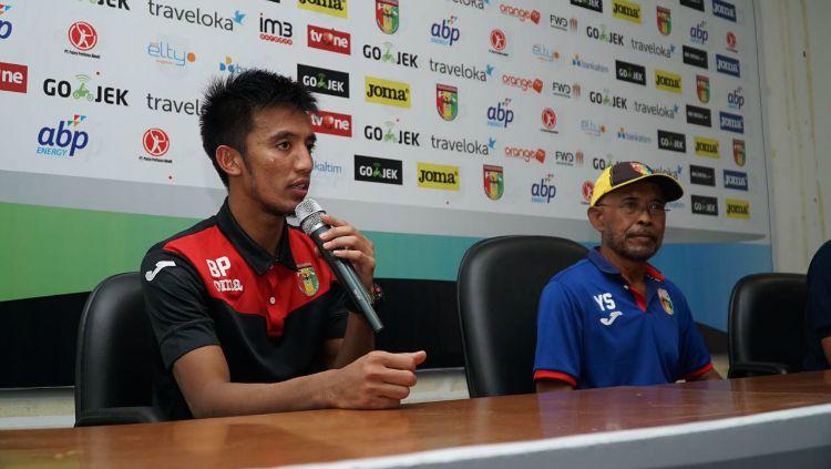 Bayu Pradana dan Yudi Suryata dalam konferensi pers usai laga Mitra Kukar vs Persija. Copyright: © Media Persija
