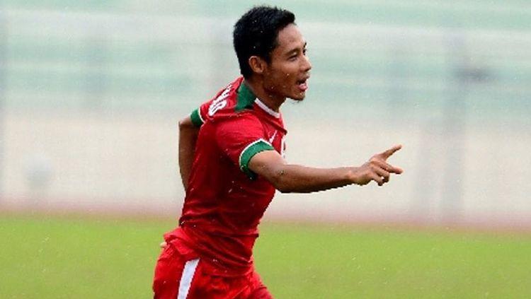 Evan Dimas Darmono saat melakukan selebrasi usai cetak gol ke gawang Myanmar. Copyright: © Twitter
