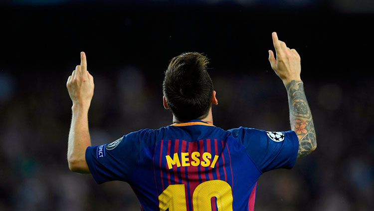 Selebrasi Lionel Messi setelah mencetak gol ke gawang Juventus. Copyright: © Twitter @SquawkaNews