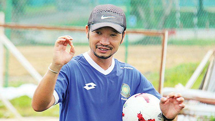 Pelatih Brunei, Takao Fujiwara. Copyright: © JFA