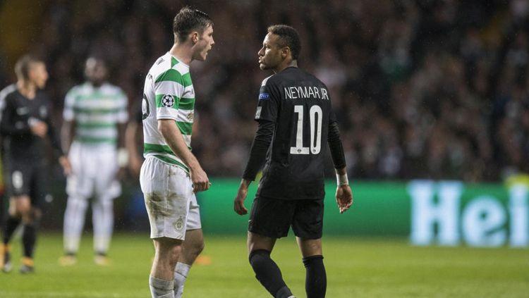 Neymar dan Anthony Ralston adu mulut. Copyright: © Getty Images