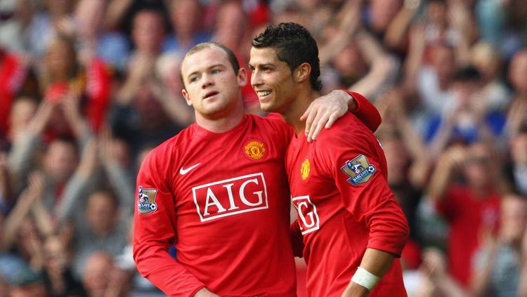 Legenda Manchester United, Gary Neville, mengungkap Wayne Rooney penyebab Cristiano Ronaldo tak pernah jadi kapten selama kariernya di klub Liga Inggris itu. Copyright: © Getty Images