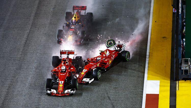 Insiden di lap pertama GP Singapura 2017. Copyright: © Formula1.com